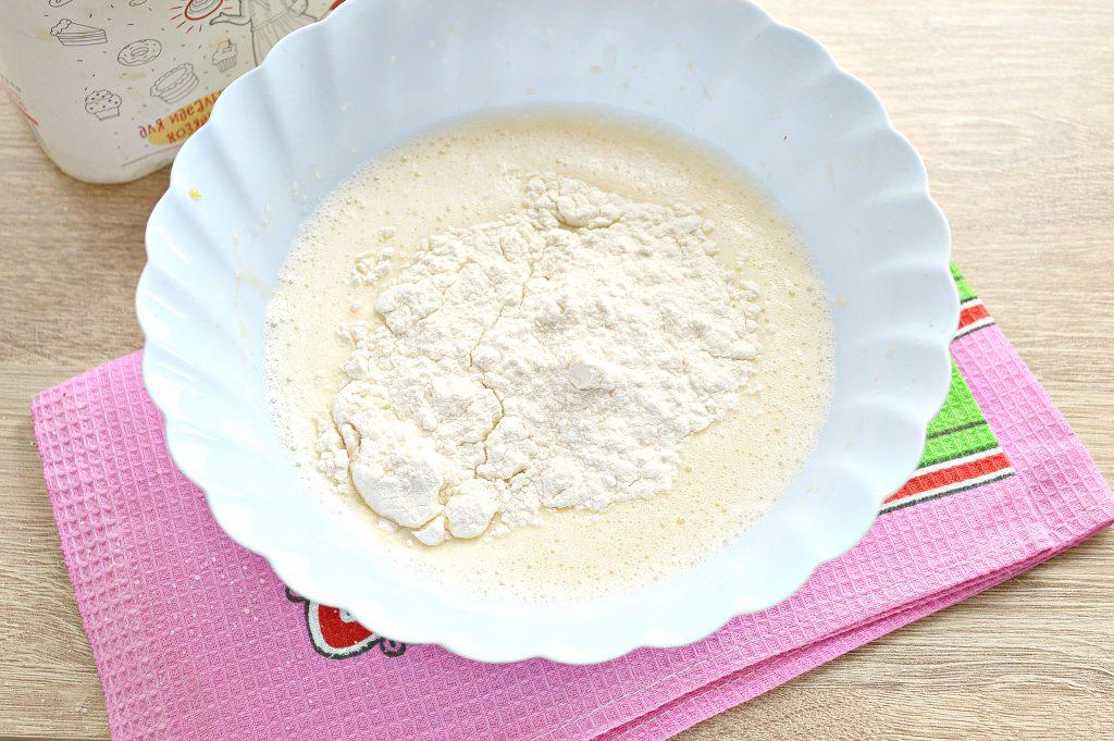 Фото рецепта - Тонкие блины на простокваше - шаг 4