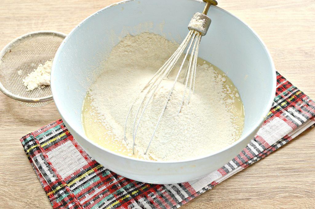 Фото рецепта - Бархатные блины на молоке с дырочками - шаг 4