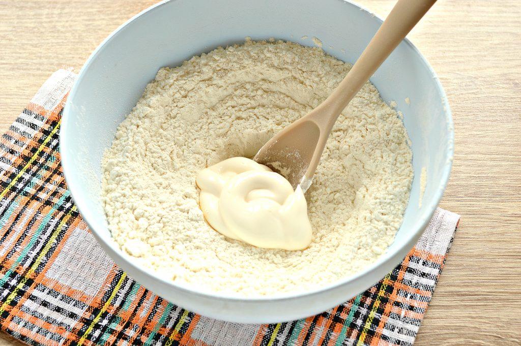 Фото рецепта - Быстрое тесто для пельменей и вареников на майонезе - шаг 4