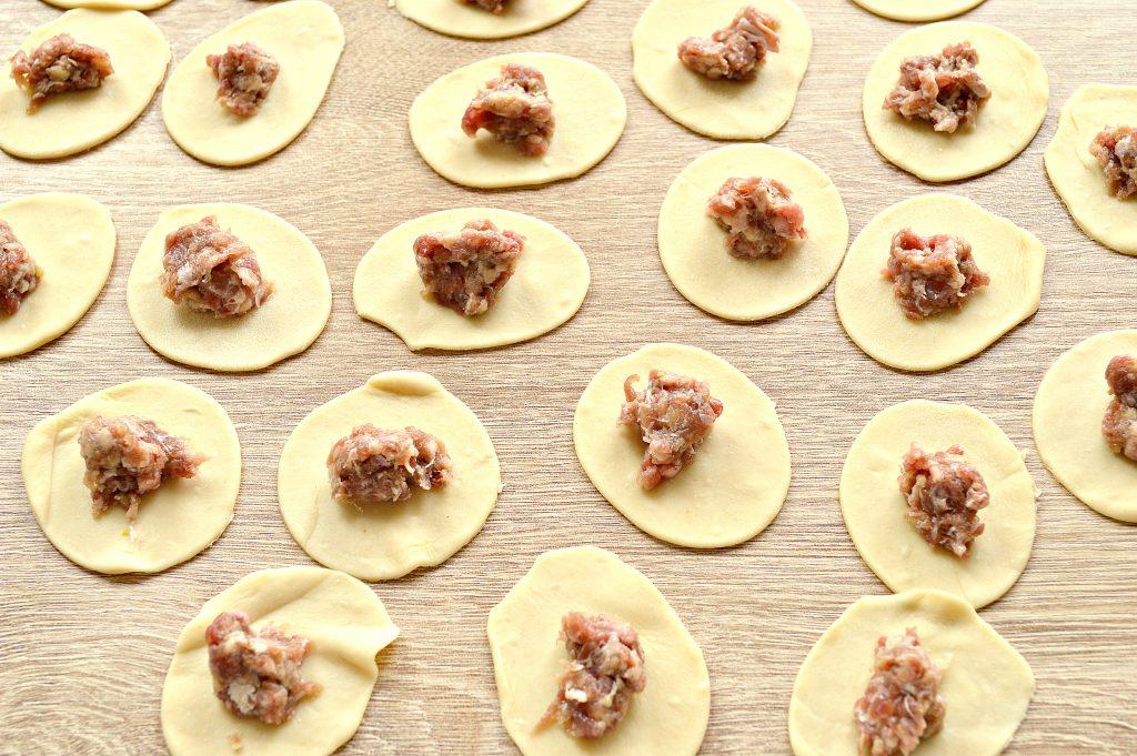 Фото рецепта - Мясные пельмени «Медвежьи ушки» с говядиной - шаг 4
