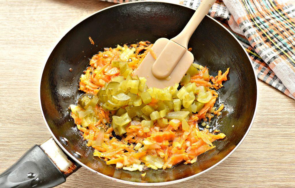 Фото рецепта - Щи из белокочанной капусты с соленым огурцом и телятиной - шаг 5