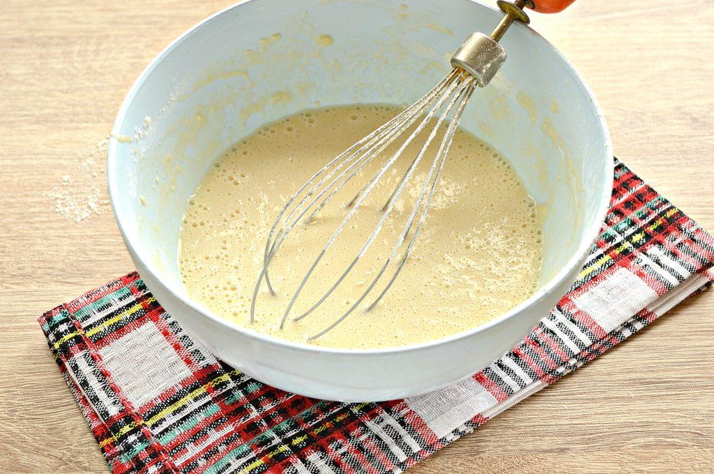 Фото рецепта - Бархатные блины на молоке с дырочками - шаг 5