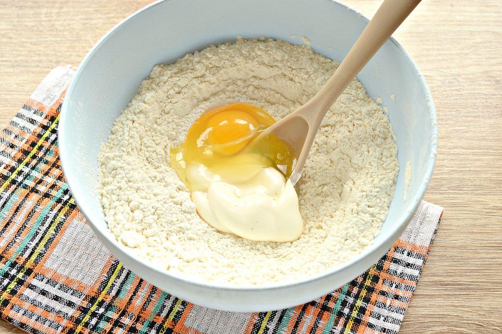 Фото рецепта - Быстрое тесто для пельменей и вареников на майонезе - шаг 5
