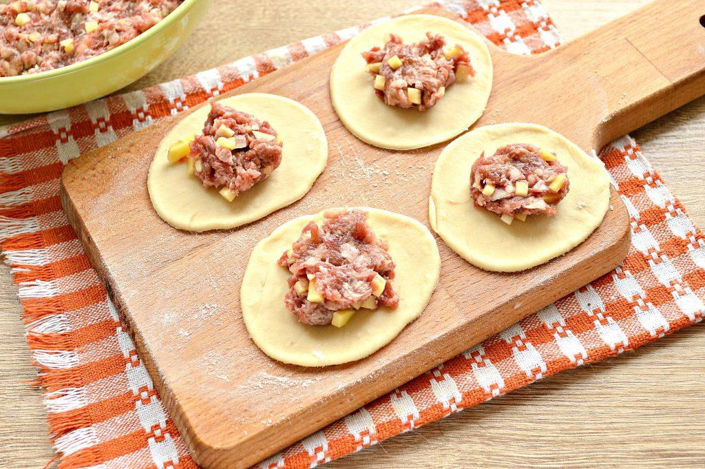 Фото рецепта - Манты с говядиной и картофелем - шаг 5
