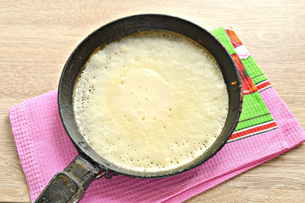Фото рецепта - Тонкие блины на простокваше - шаг 6