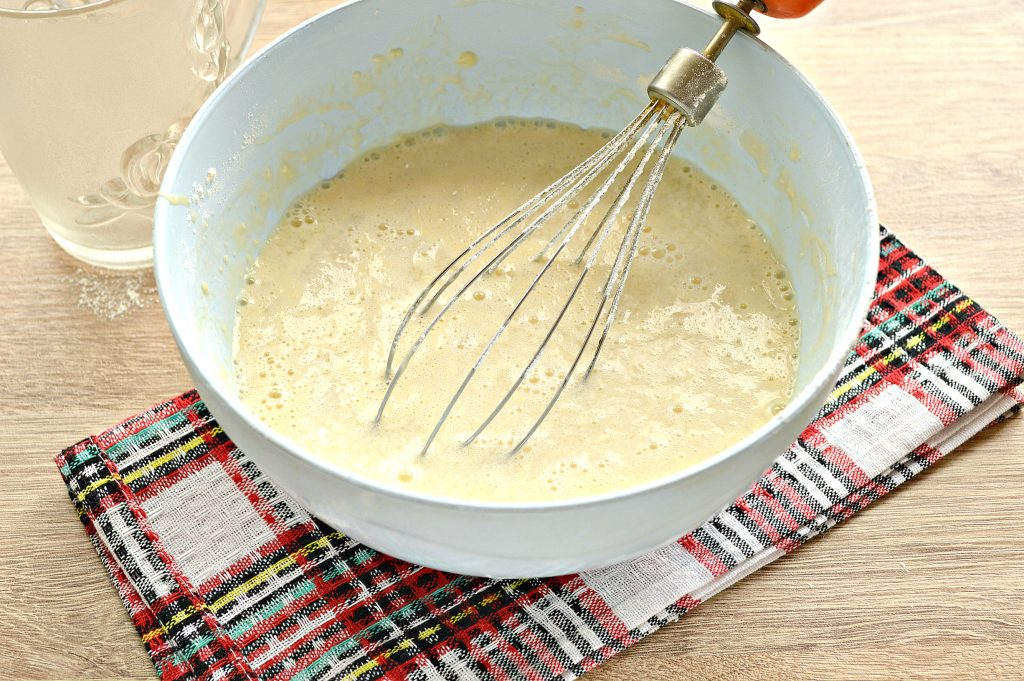 Фото рецепта - Бархатные блины на молоке с дырочками - шаг 6