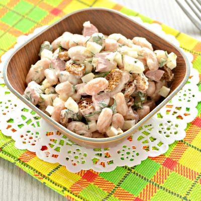 Салат с белой фасолью и сухариками - рецепт с фото
