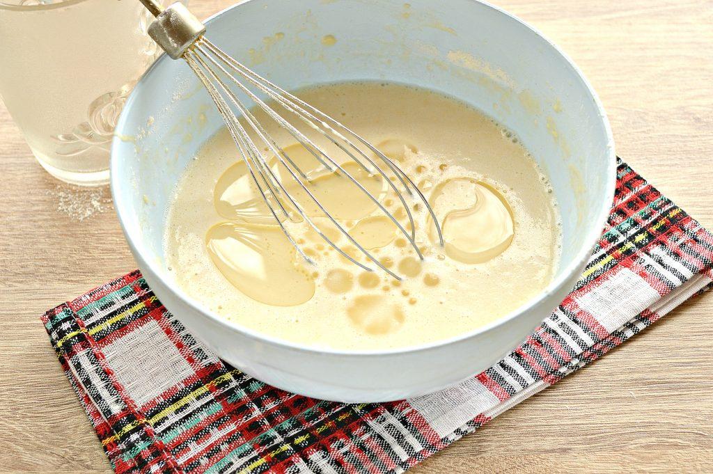Фото рецепта - Бархатные блины на молоке с дырочками - шаг 7