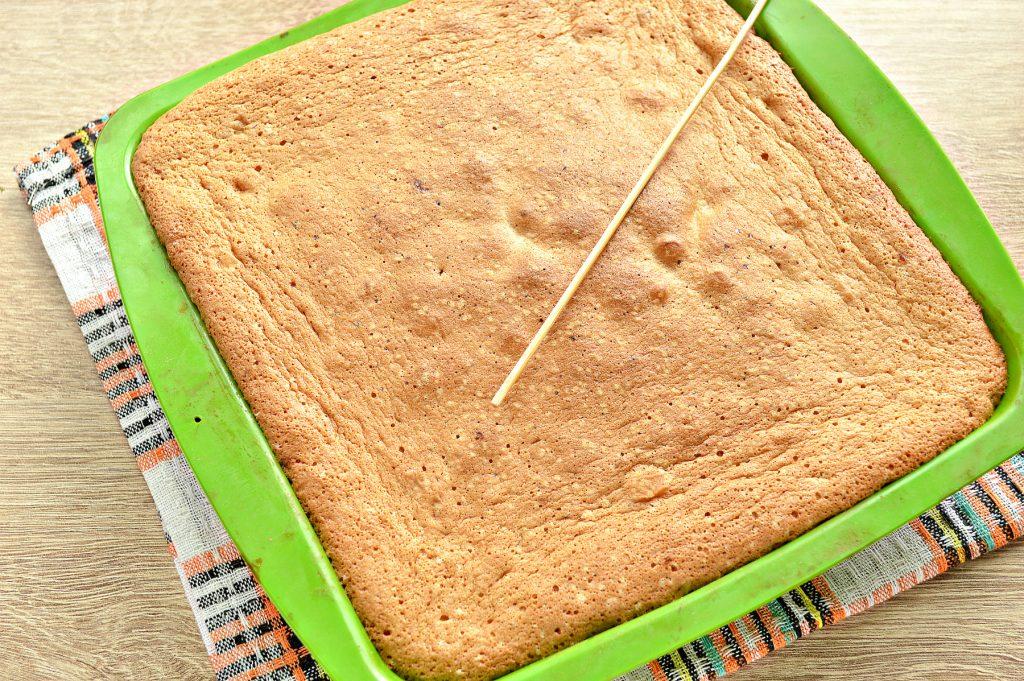 Фото рецепта - Быстрый бисквитный пирог с мандаринами - шаг 7
