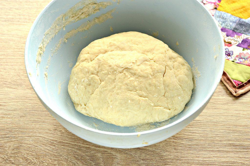 Фото рецепта - Дрожжевое тесто для пирогов на кислом молоке - шаг 7