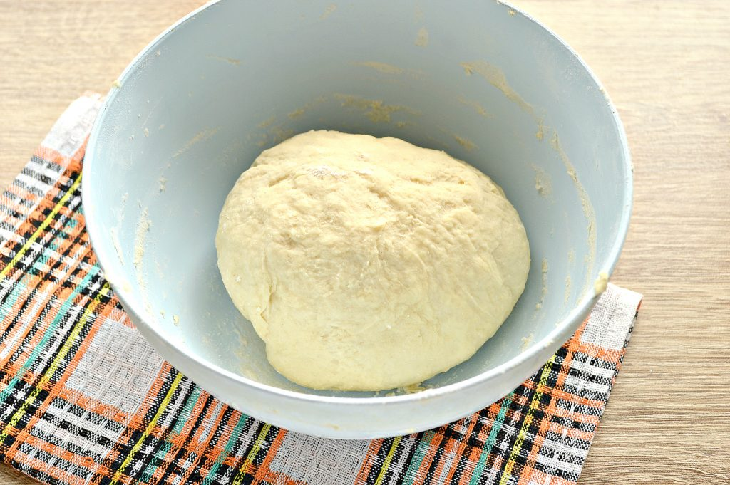 Фото рецепта - Быстрое тесто для пельменей и вареников на майонезе - шаг 7