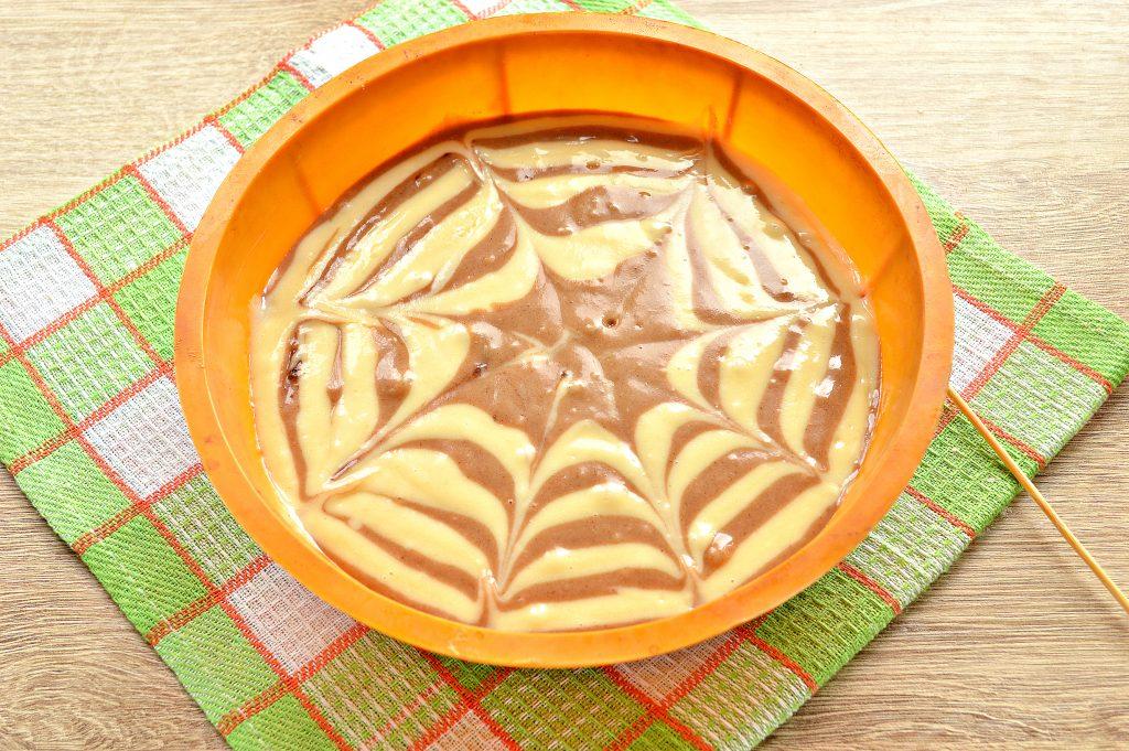 Фото рецепта - Пирог «Зебра» на кефире и растительном масле - шаг 7