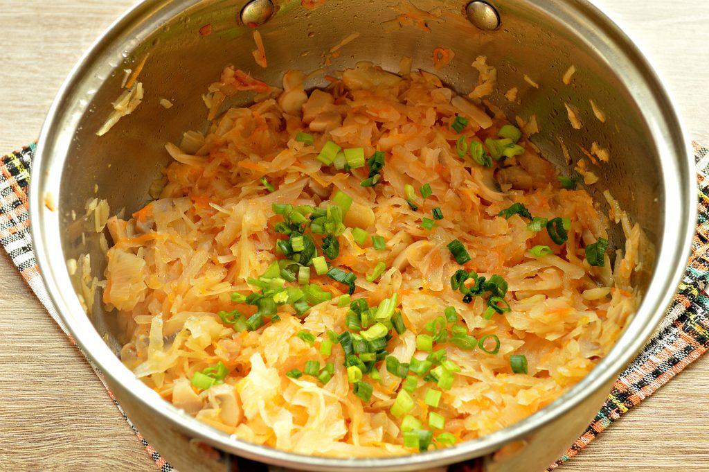 Фото рецепта - Солянка из капусты с маринованными шампиньонами - шаг 8