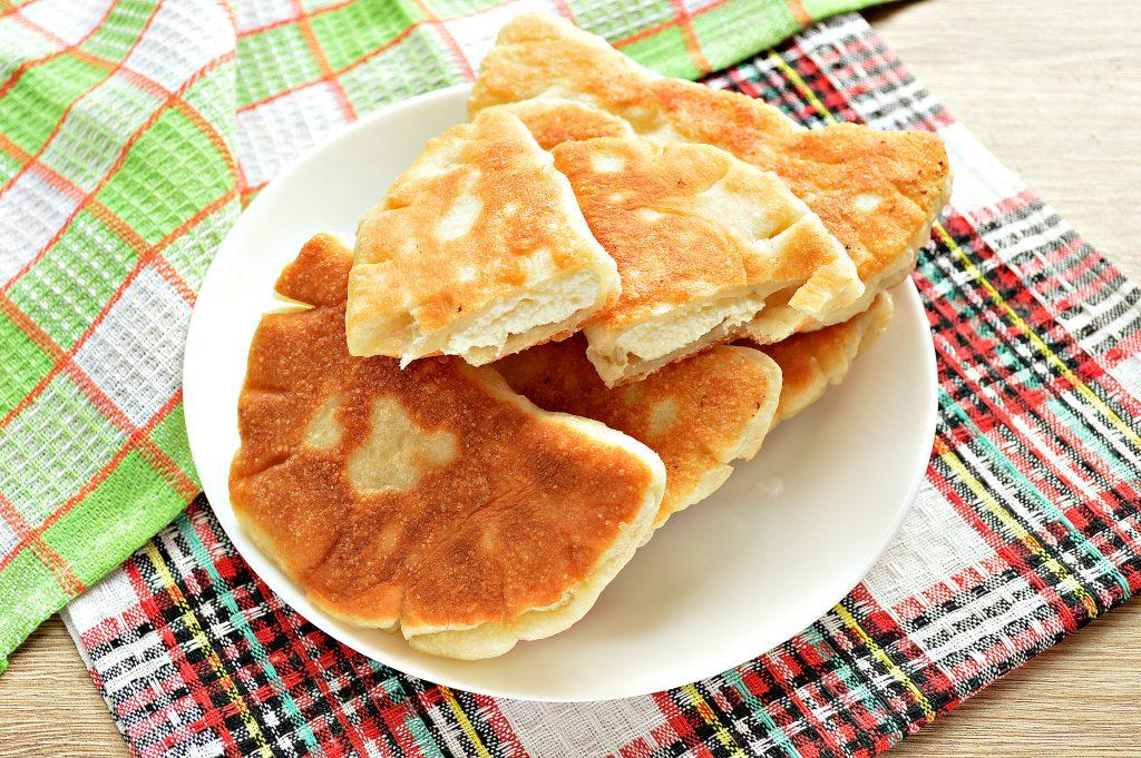 Фото рецепта - Дрожжевые плюшки с творогом, жареные на сковороде - шаг 8