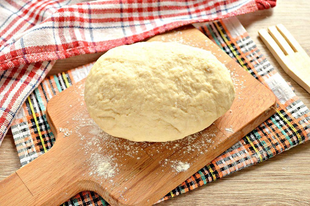 Фото рецепта - Быстрое тесто для пельменей и вареников на майонезе - шаг 8