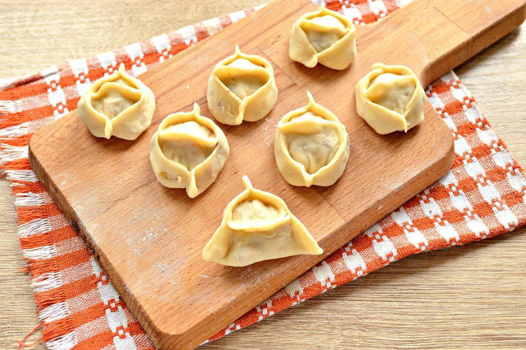 Фото рецепта - Манты с говядиной и картофелем - шаг 8
