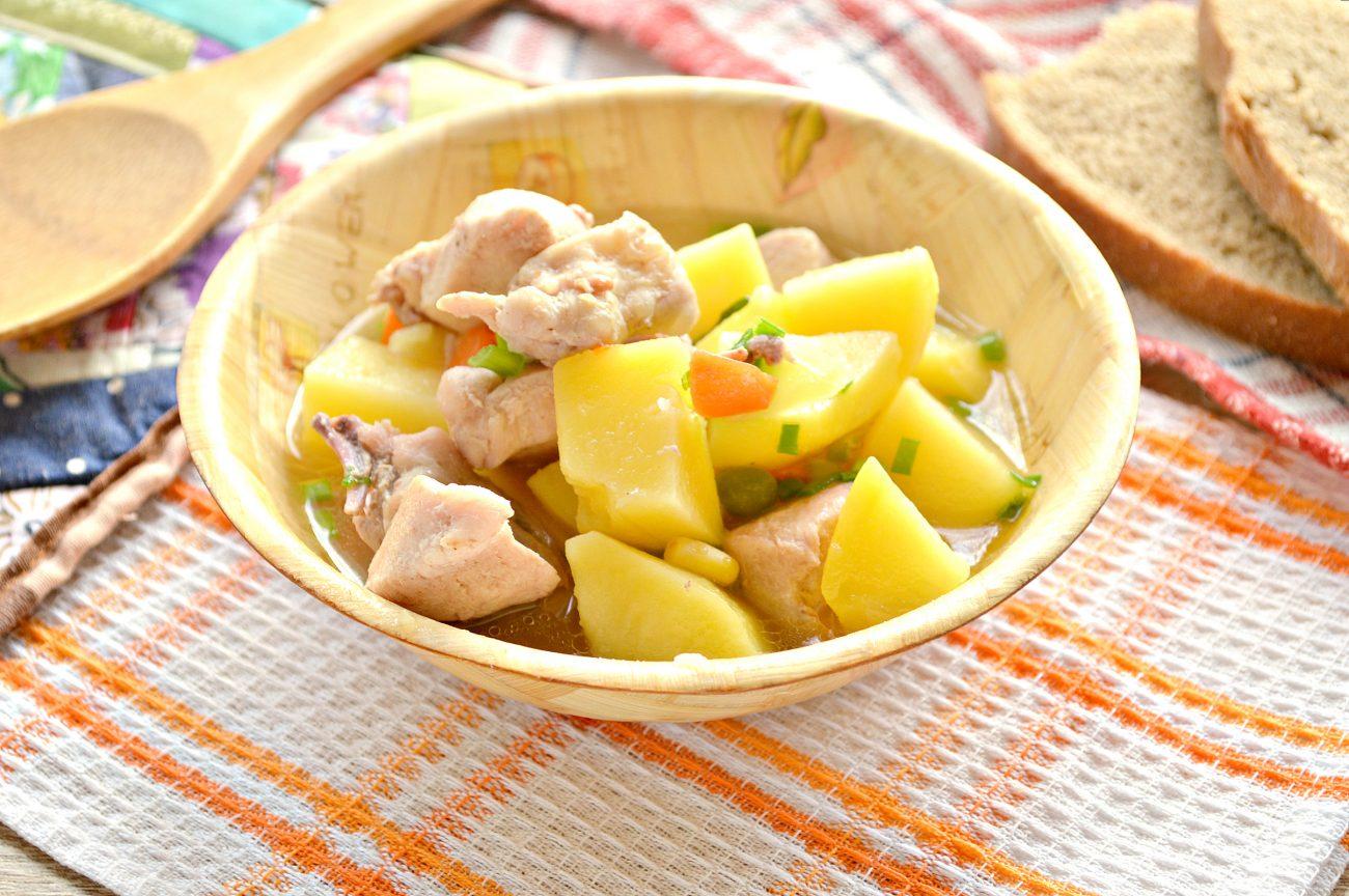 Курица кусочками с овощами и картофелем