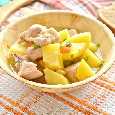 Курица кусочками с овощами и картофелем - рецепт с фото