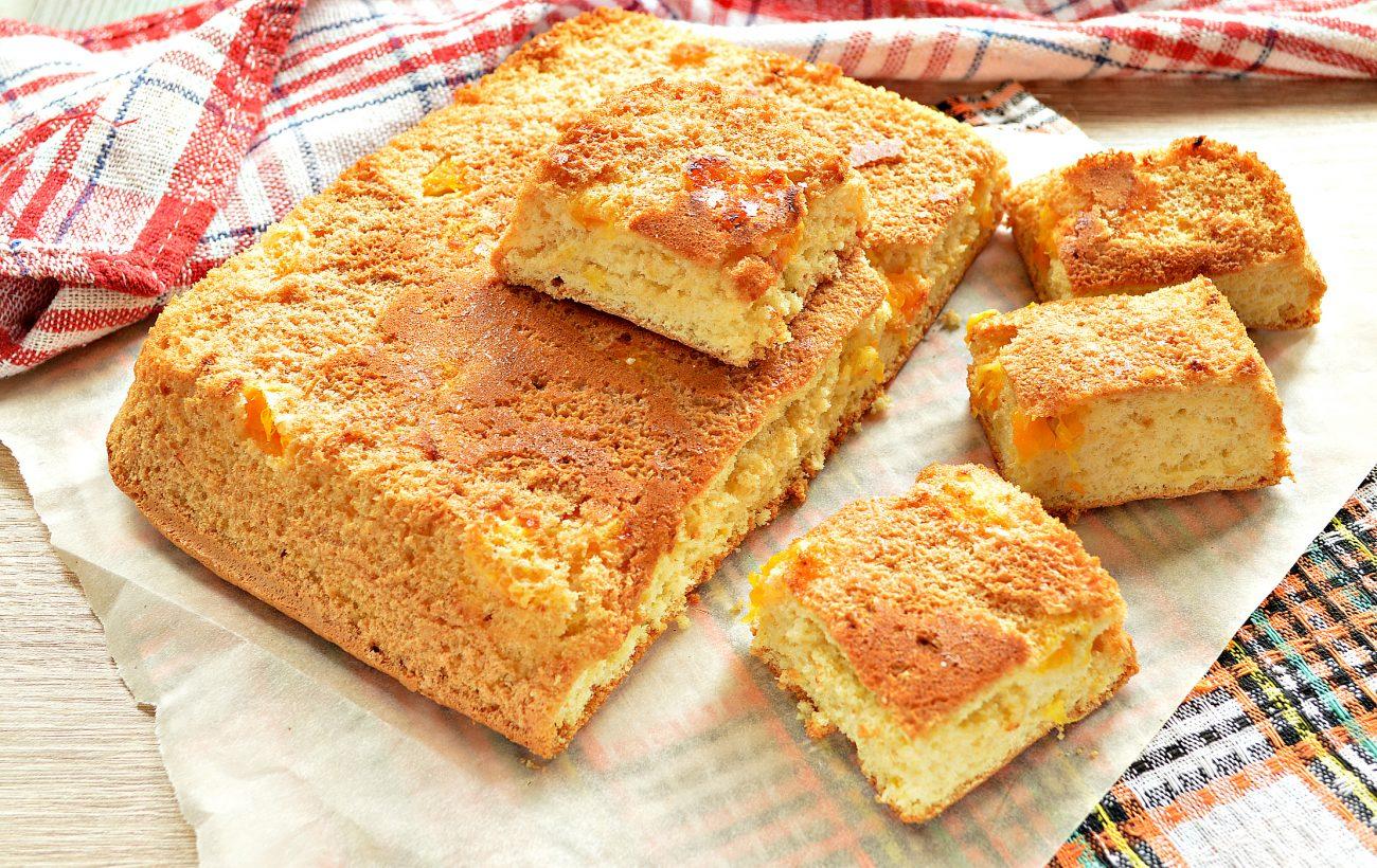 Быстрый бисквитный пирог с мандаринами