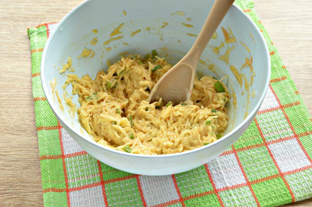 Фото рецепта - Картофельные драники с зеленью на сковороде - шаг 7