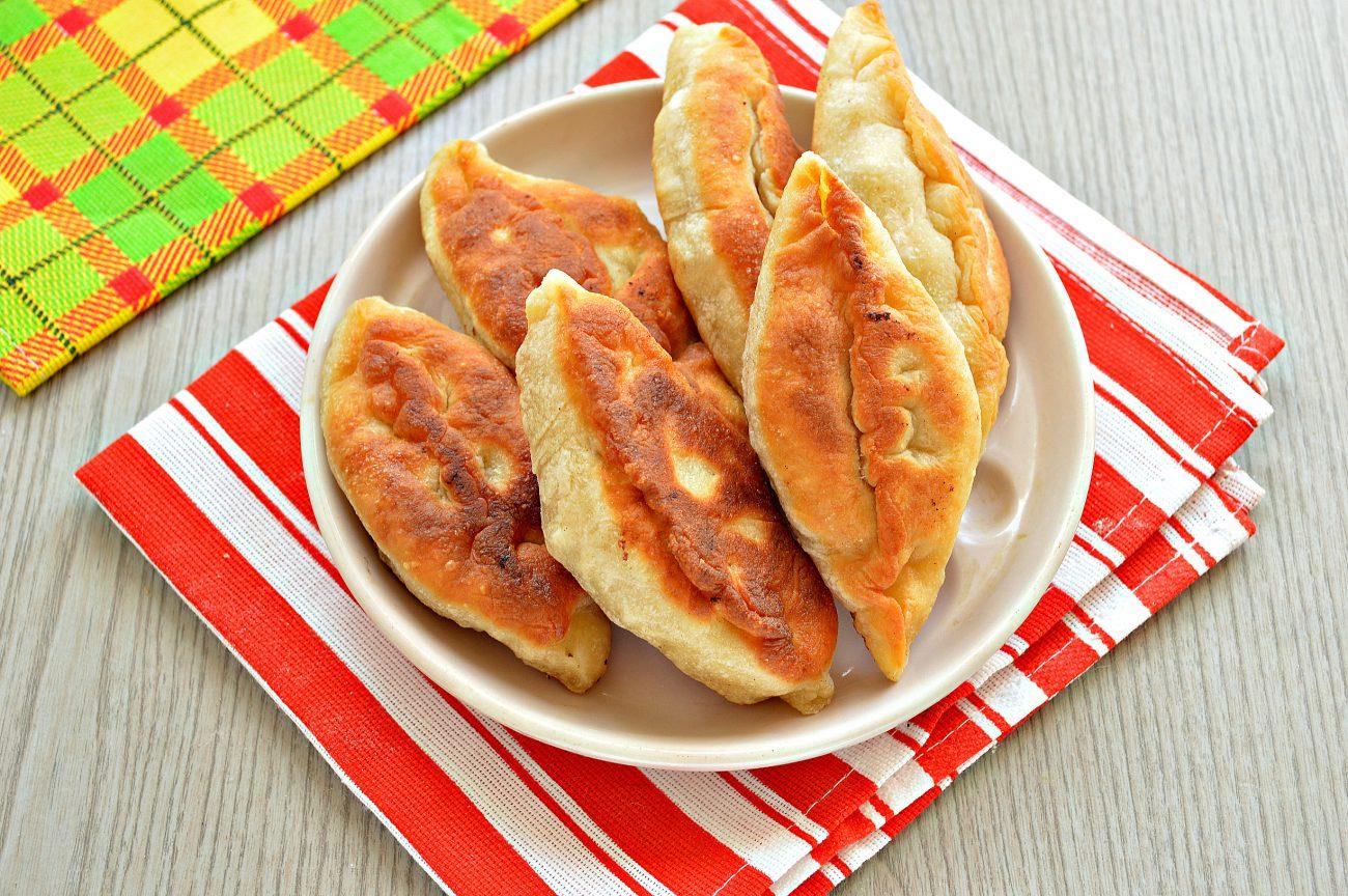 Дрожжевые пирожки с мясом на сковороде