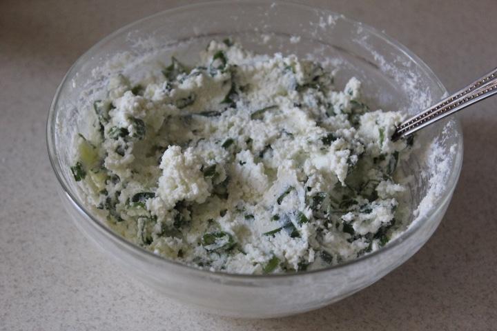 Фото рецепта - Дрожжевая плетенка с творожной начинкой с зеленью - шаг 7