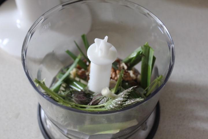 Фото рецепта - Запеченный картофель с крапивным песто - шаг 3