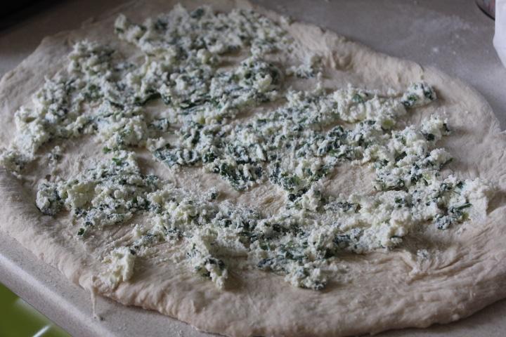 Фото рецепта - Дрожжевая плетенка с творожной начинкой с зеленью - шаг 9