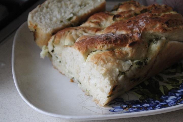 Фото рецепта - Дрожжевая плетенка с творожной начинкой с зеленью - шаг 13