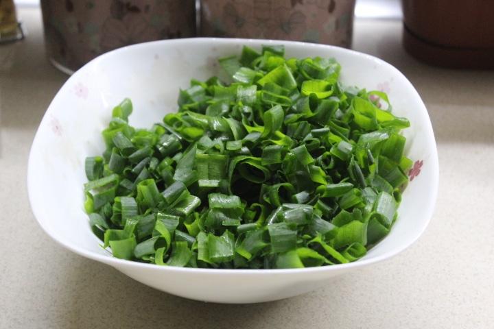 Фото рецепта - Чуду с зеленым луком (пирог) - шаг 3