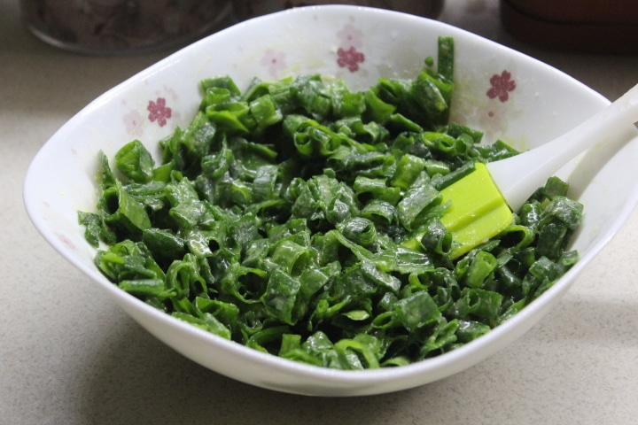 Фото рецепта - Чуду с зеленым луком (пирог) - шаг 4