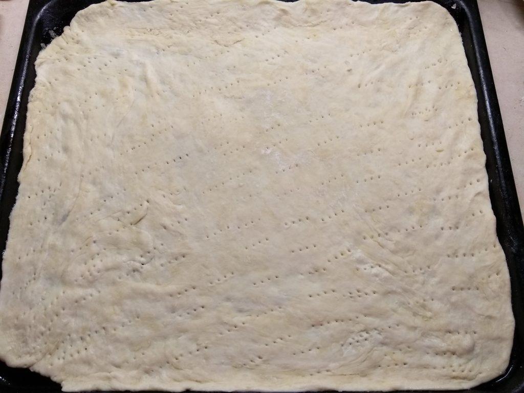Фото рецепта - Пицца с охотничьими колбасками и маринованными огурцами - шаг 1