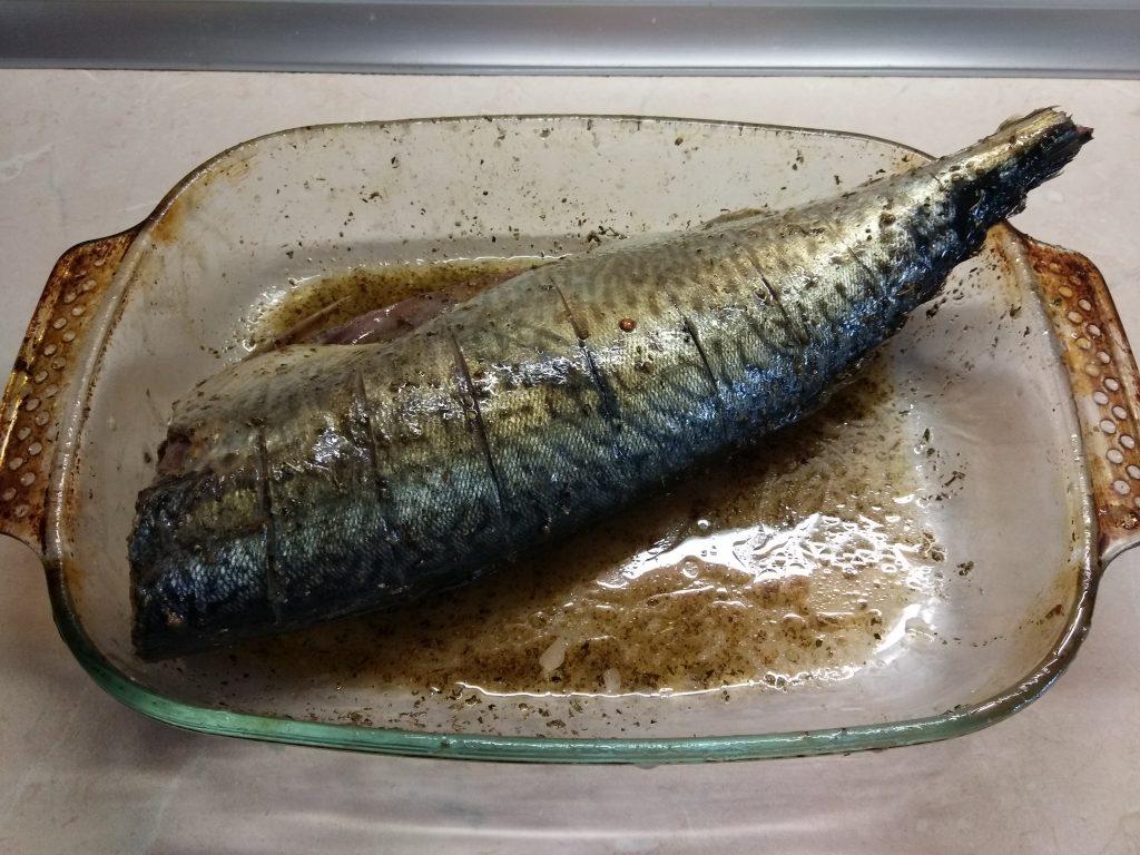 Фото рецепта - Скумбрия, запеченная в пряном маринаде - шаг 3