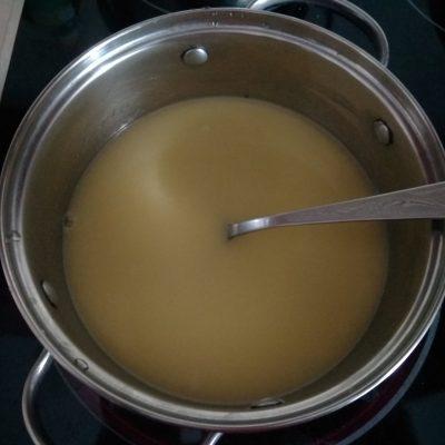 Фото рецепта - Профитроли с заварным кремом из смородины - шаг 1