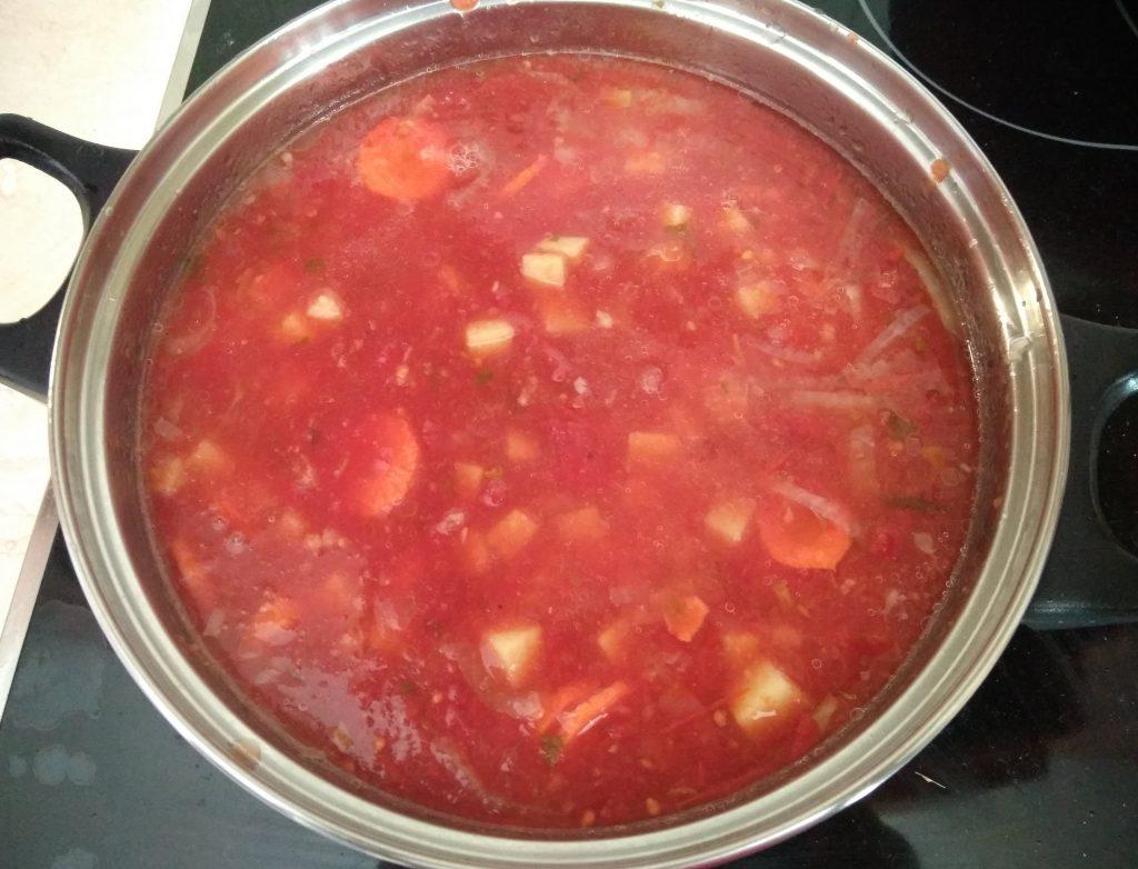 Фото рецепта - Томатный суп с консервированным горошком - шаг 4
