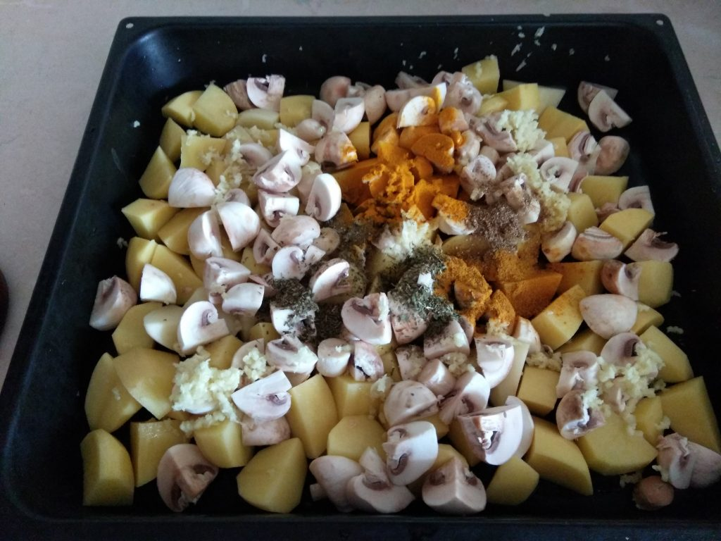 Фото рецепта - Картофель печеный с шампиньонами - шаг 3