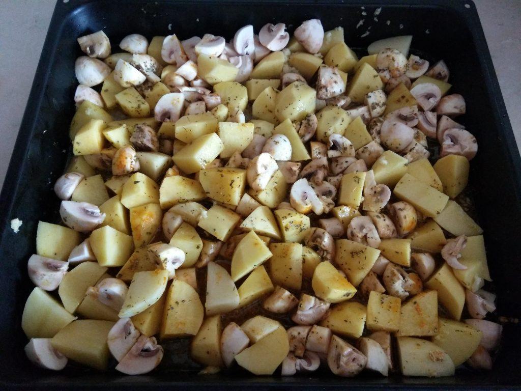 Фото рецепта - Картофель печеный с шампиньонами - шаг 4