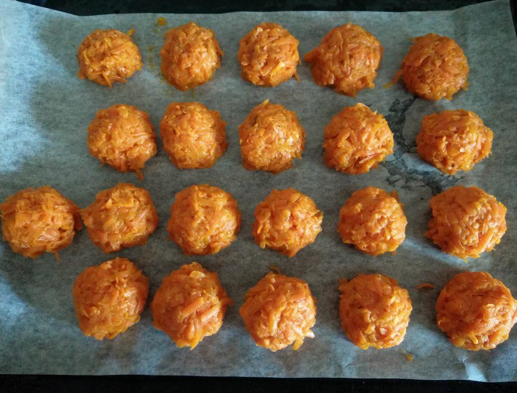 Фото рецепта - Запеченные морковные котлеты - шаг 3