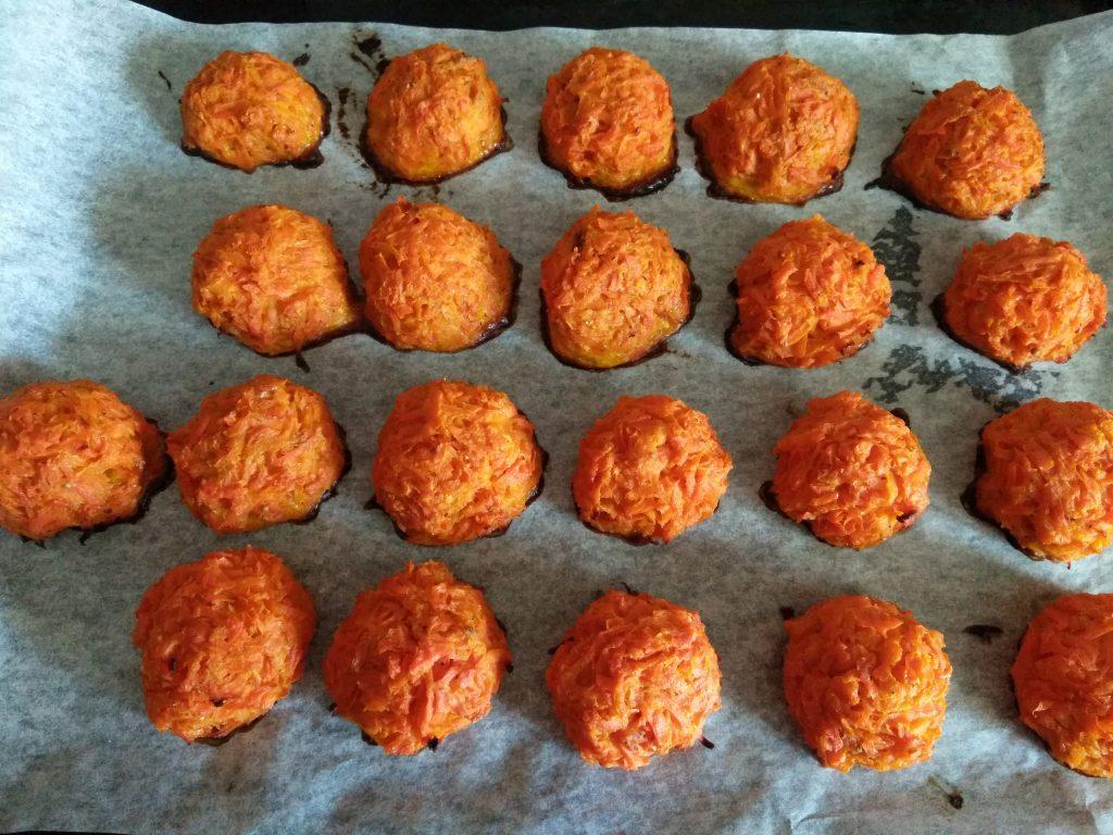 Фото рецепта - Запеченные морковные котлеты - шаг 4