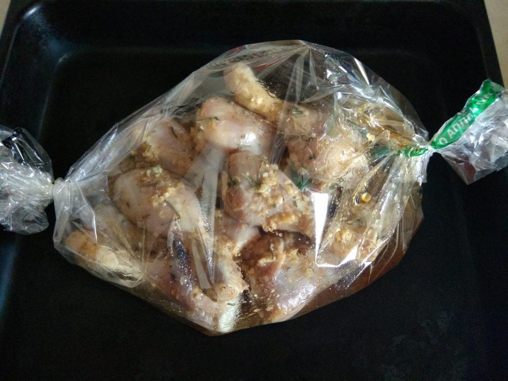 Фото рецепта - Куриные ножки, запеченные в маринаде в пакете - шаг 3