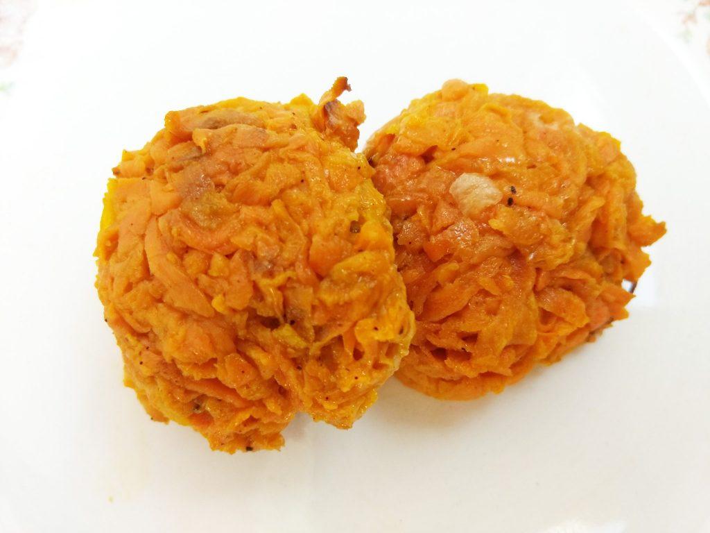 Фото рецепта - Запеченные морковные котлеты - шаг 5