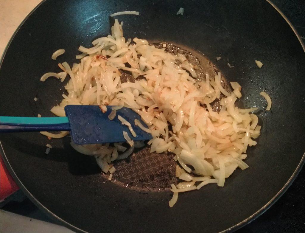 Фото рецепта - Чесночный суп с болгарским перцем и картофелем - шаг 1