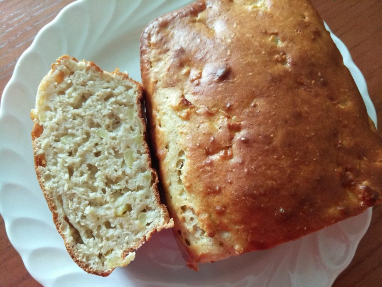 Яблочный кекс с корицей и мускатным орехом