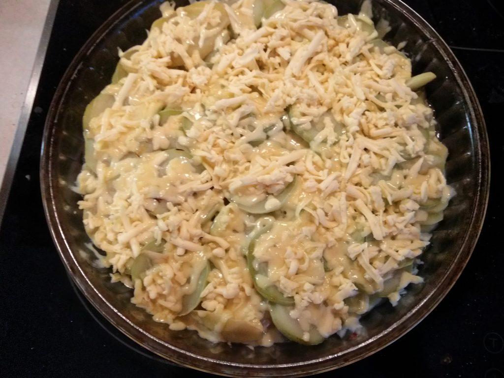 Фото рецепта - Гратен из картофеля, кабачков и яблок - шаг 4