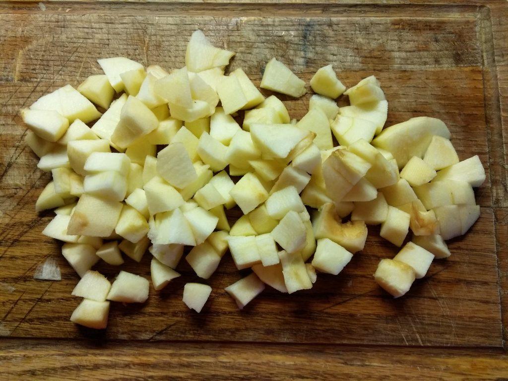 Фото рецепта - Рисовая запеканка на молоке с яблоками - шаг 3