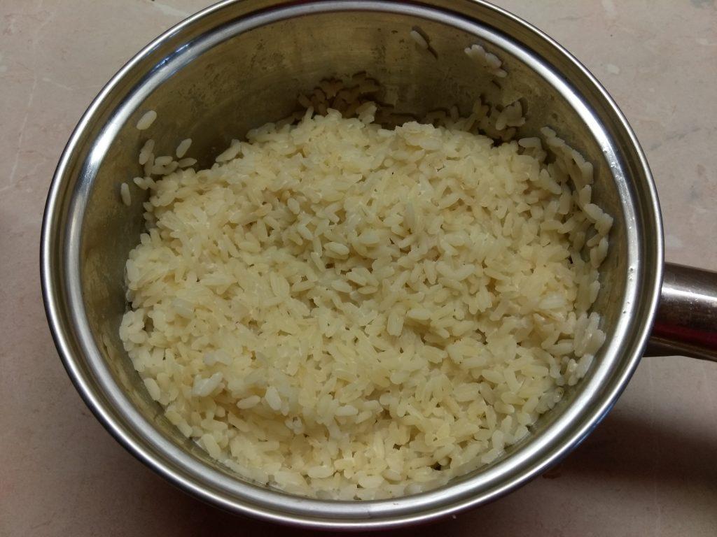 Фото рецепта - Рисовая запеканка на молоке с яблоками - шаг 2