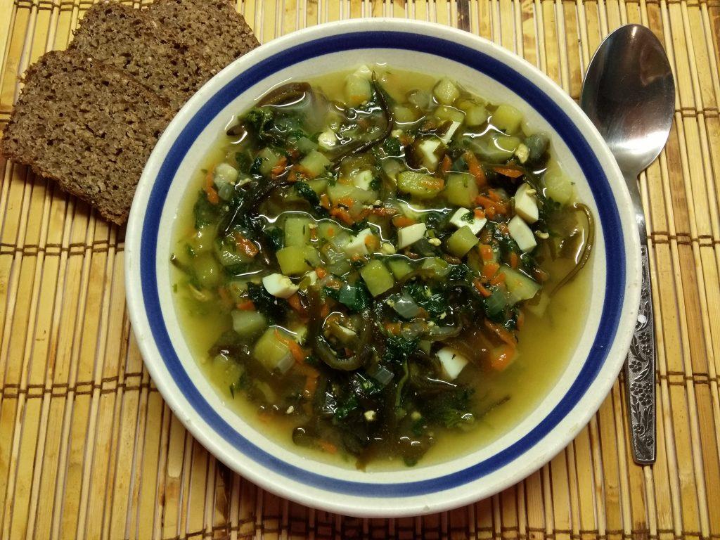 Фото рецепта - Зеленый борщ с крапивой и морской капустой - шаг 5