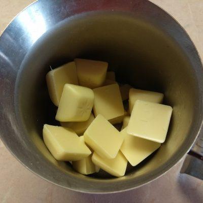 Фото рецепта - Муссовый торт из клубники и банана - шаг 9
