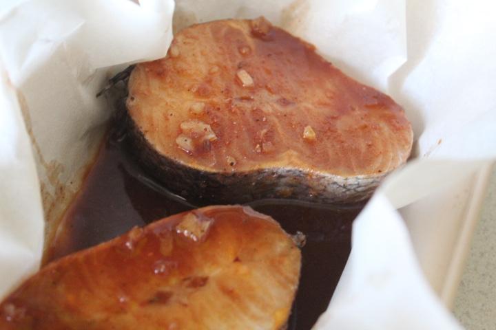 Фото рецепта - Запеченный хек в соевом соусе - шаг 3
