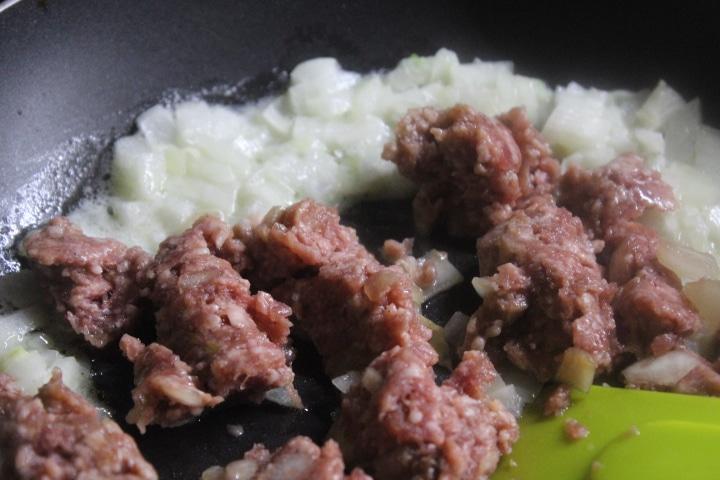 """Фото рецепта - """"Болоньезе"""" из говядины – вкусный соус для пасты - шаг 2"""